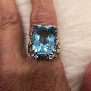 Jewelry - GENUINE BLUE TOPAZ RING